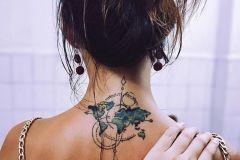 Foto_tatu_na_spine_dlya_devushek-1