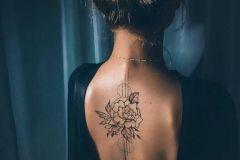 Foto_tatu_na_spine_dlya_devushek-117