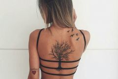 Foto_tatu_na_spine_dlya_devushek-123