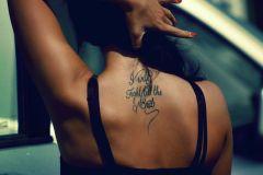 Foto_tatu_na_spine_dlya_devushek-126