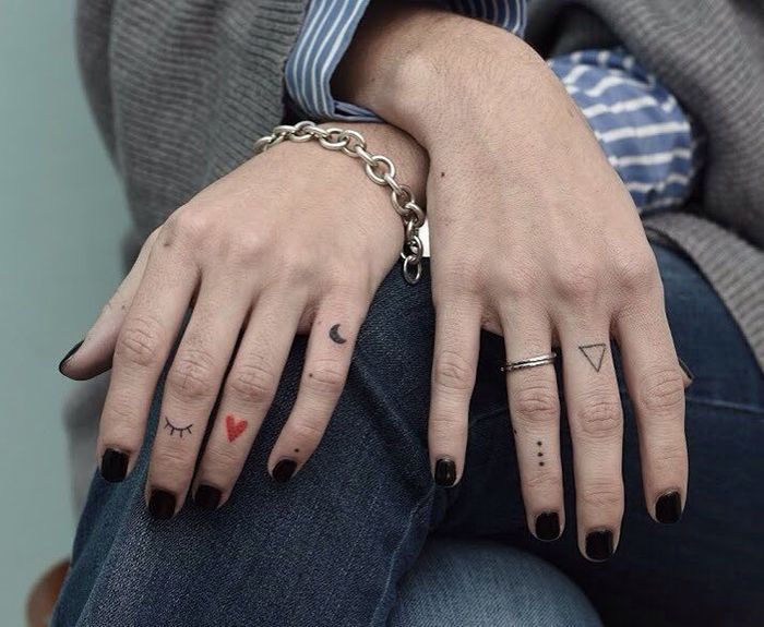 Значение тату на пальцах0
